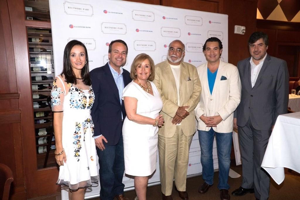Karen Blanco, Jorge Plasencia, Aida Levitan, Nat Chediak, un invitado y Eduardo Hapke.