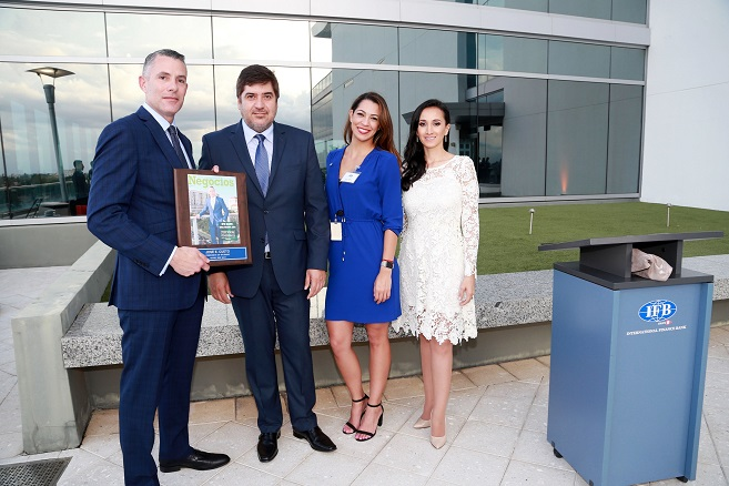 NEGOCIOS MAGAZINE E INTERNATIONAL FINANCE BANK LANZARON LA NUEVA PORTADA DE LA REVISTA EN MIAMI