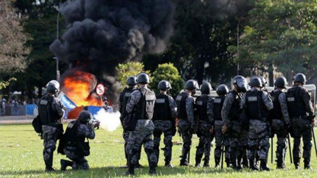 BRASIL DESPLIEGA EL EJÉRCITO PARA FRENAR LAS PROTESTAS
