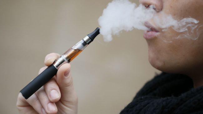 CÓMO AUMENTAR LAS PROBABILIDADES DE SEGUIR SIN FUMAR USANDO UN CIGARRILLO ELECTRÓNICO