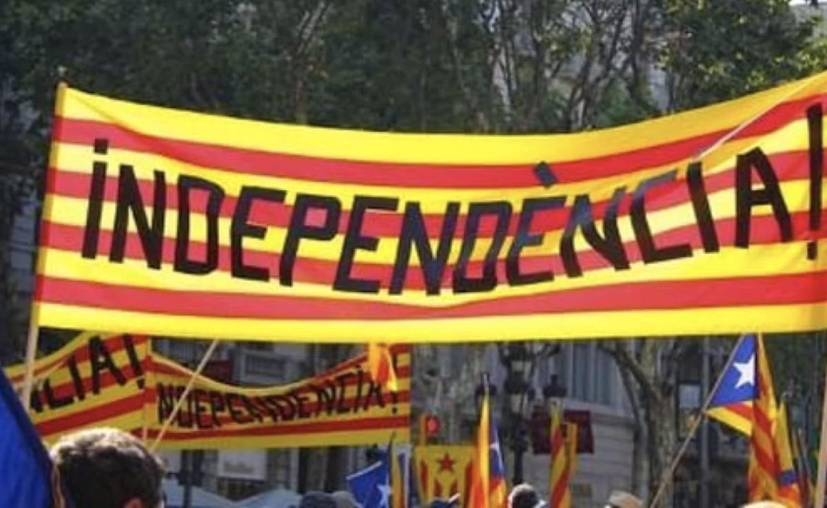 CATALUÑA DECLARA LA INDEPENDENCIA Y EL GOBIERNO CONVOCA NUEVAS ELECCIONES EN LA REGIÓN