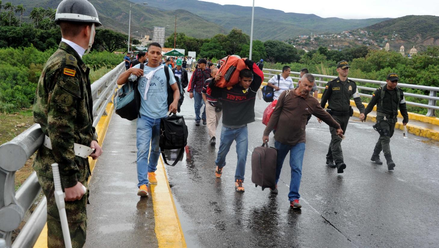 COLOMBIA REFUERZA CONTROLES EN SU FRONTERA CON VENEZUELA ANTE GRAN OLEADA DE INMIGRACIÓN