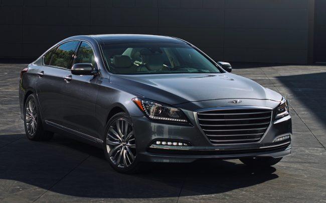 """Hyundai Genesis 2015 galardonado con el premio al """"Mejor Auto de Lujo"""" para los hispanos"""