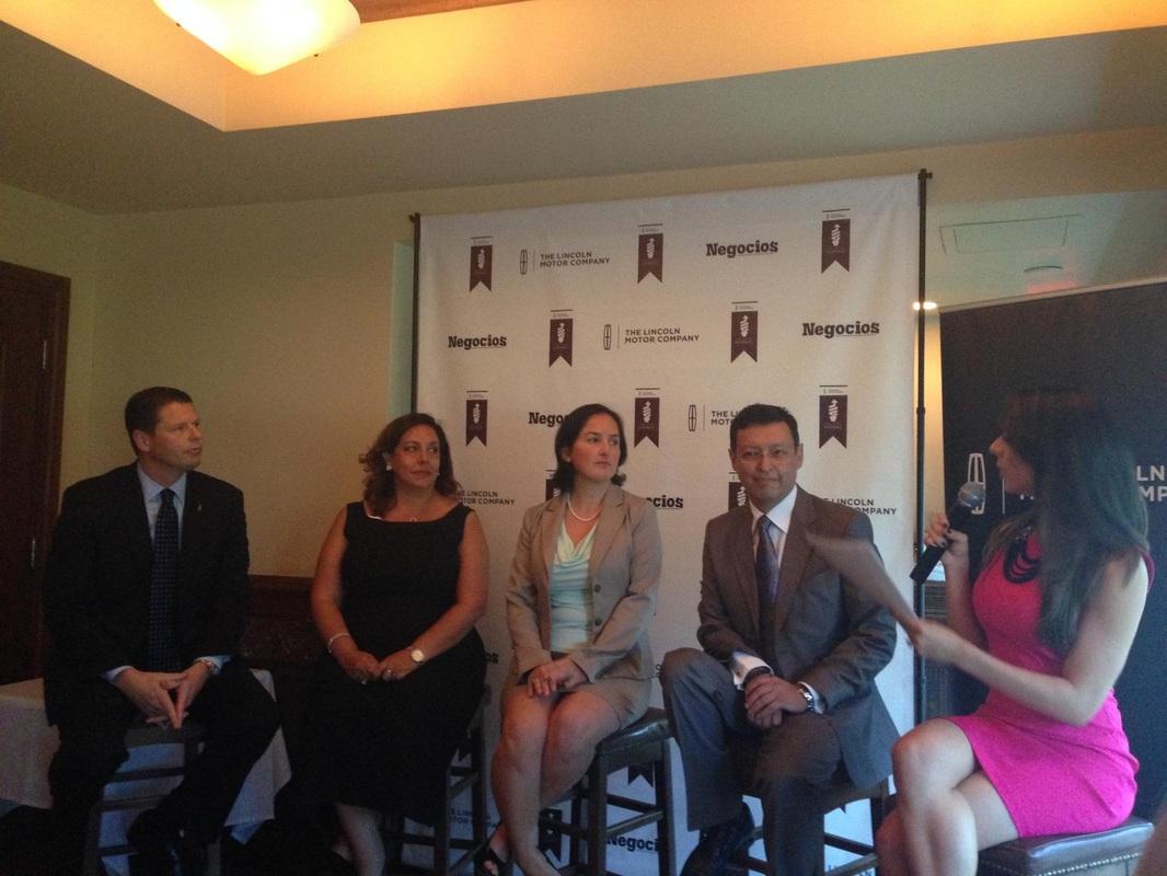 Exitoso panel de emprendedores y entrega de distinciones a líderes latinos en Miami