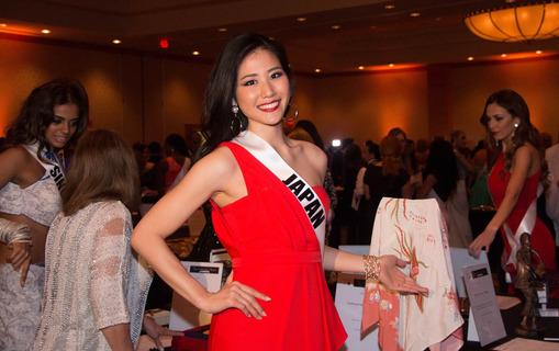 Bailando, bailando …. las Miss Universo ayudaron a las personas discapacitadas