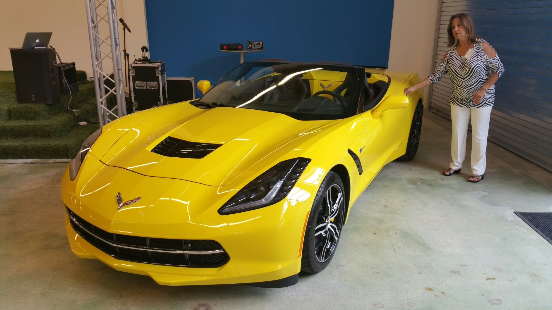 2016 CORVETTE STINGRAY OFFERS NEW DESIGN PACKAGES, CONNECTIVITY AND TECHNOLOGY ENHANCEMENTS