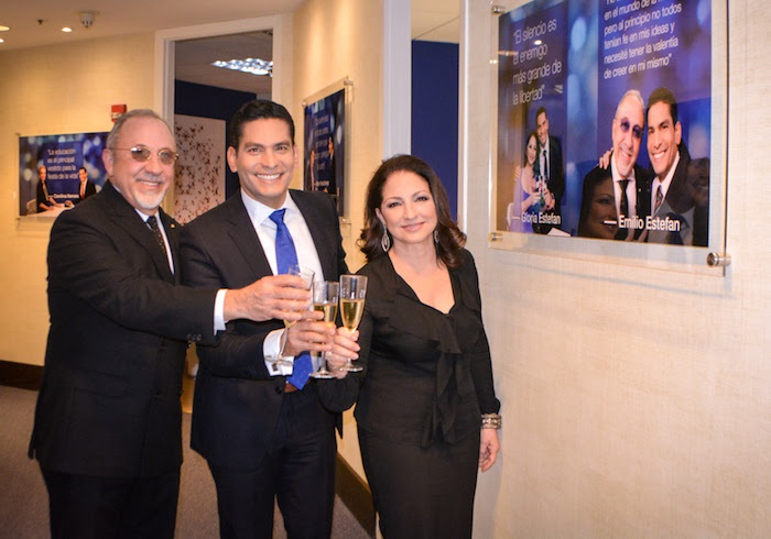 ISMAEL CALA, PRESENTADOR DE CNN EN ESPAÑOL, NUEVO COLUMNISTA DE NEGOCIOS MAGAZINE