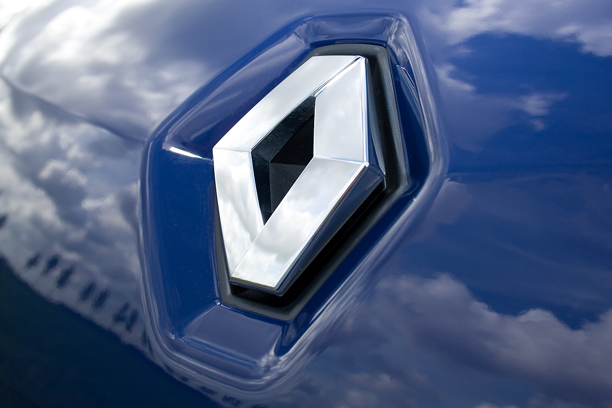 RENAULT WANTS TO MERGE WITH NISSAN AND THEN BUY FIAT-CHRYSLER?