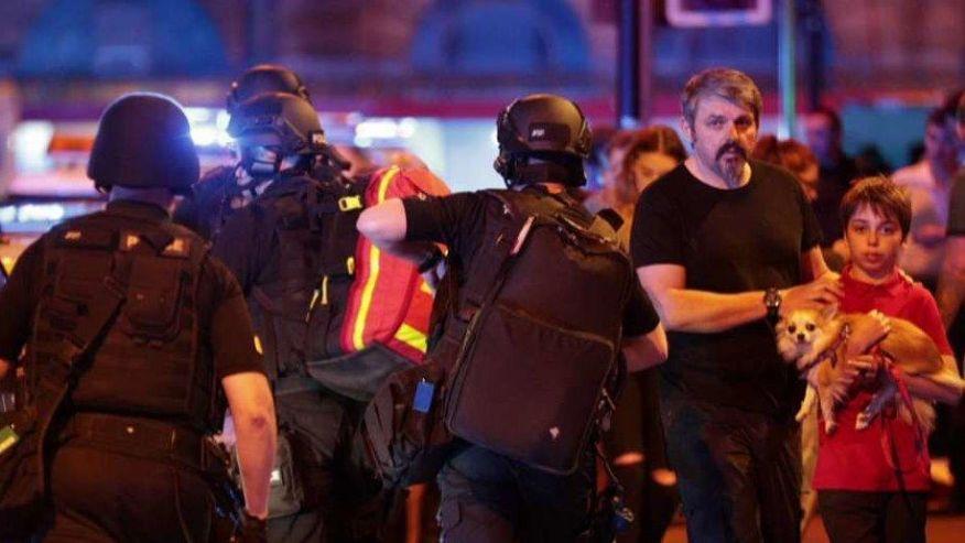 AL MENOS 22 MUERTOS EN CONCIERTO EN MANCHESTER; POLICÍA INVESTIGA COMO ACTO TERRORISTA