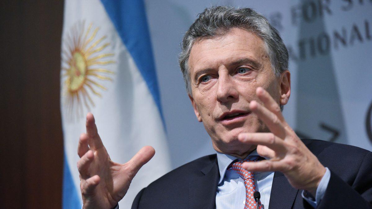 EL DÉFICIT FISCAL DE ARGENTINA SE REDUCE POR PRIMERA VEZ EN 13 AÑOS