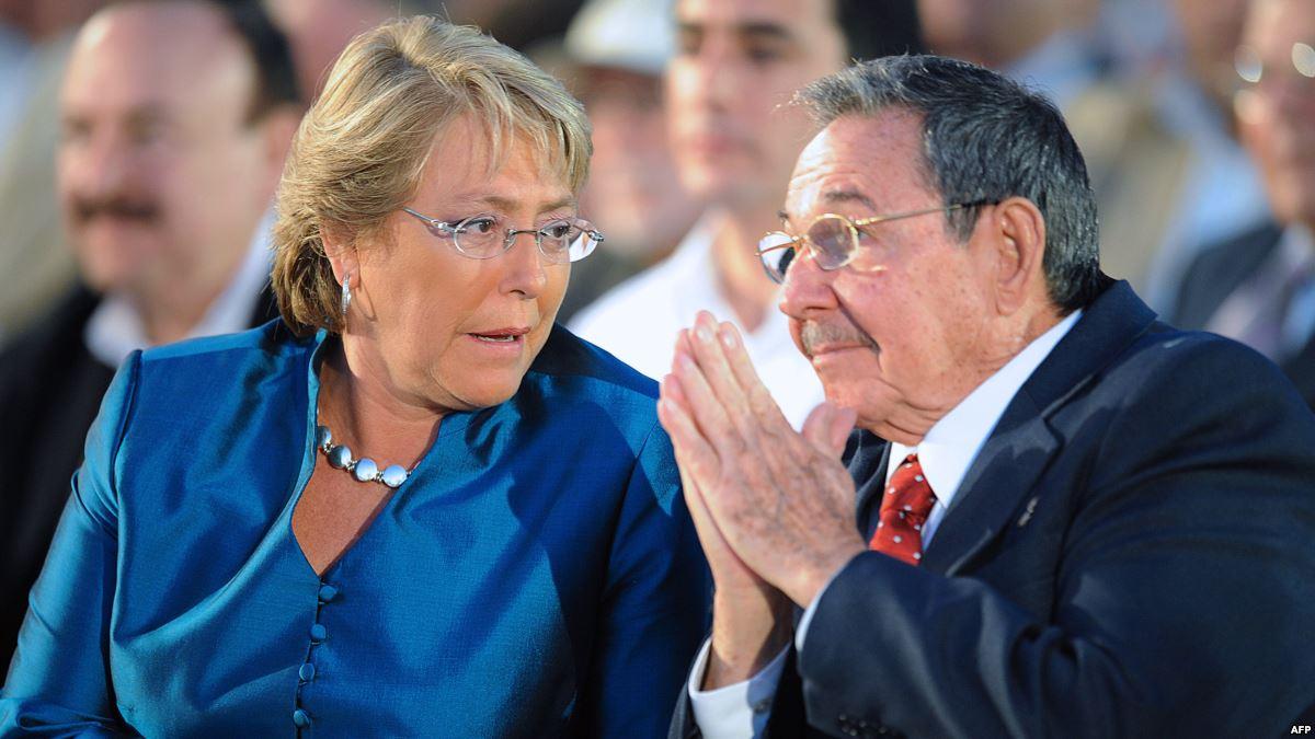 EL VERGONZOSO VIAJE DE BACHELET A CUBA