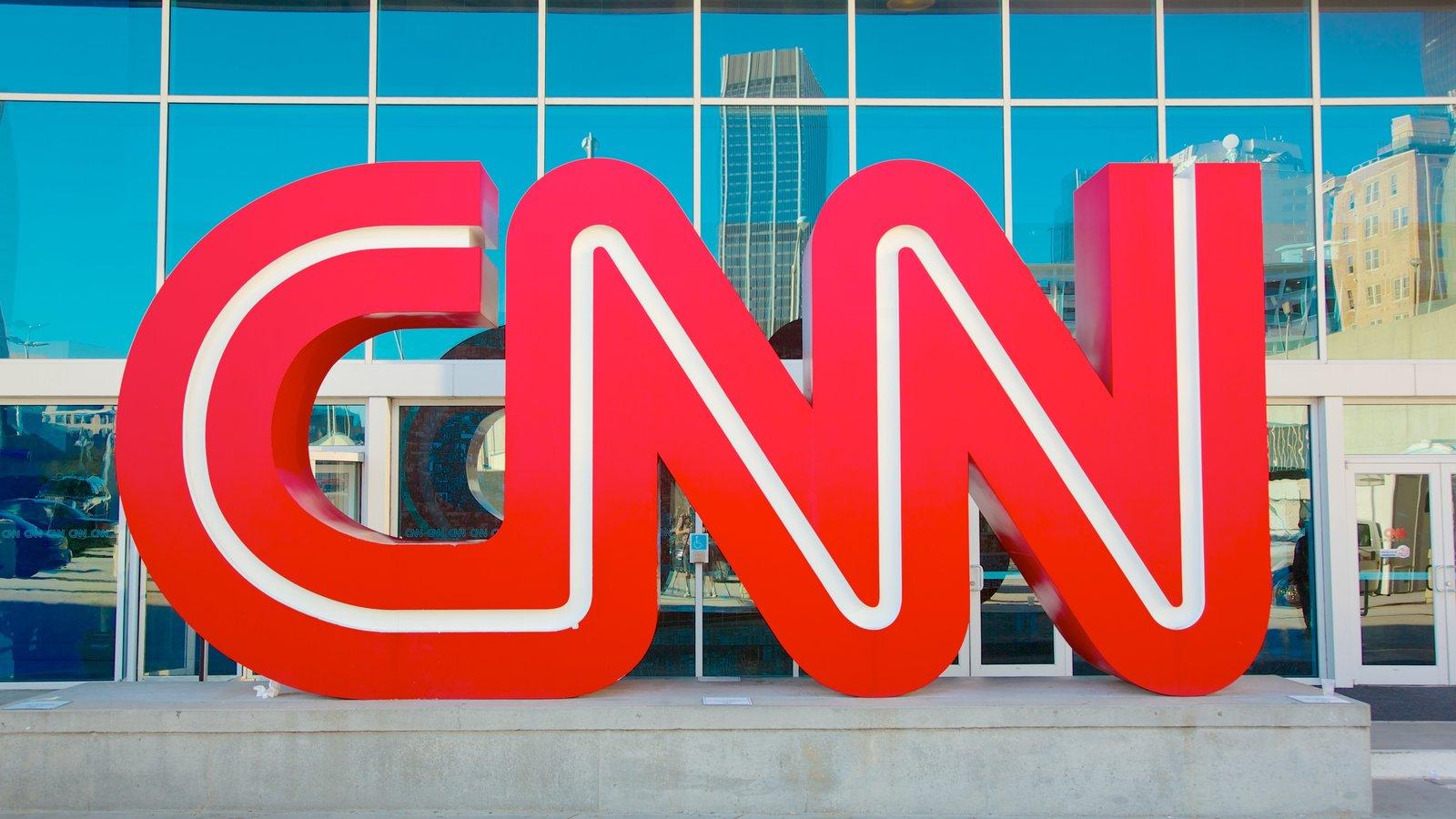 TRUMP VUELVE A ARREMETER CONTRA CNN Y SUGIERE CREAR UN CANAL INTERNACIONAL