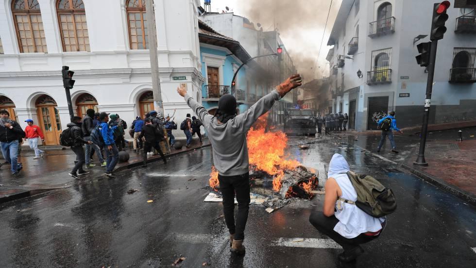 ESTADO DE EMERGENCIA EN ECUADOR POR PROTESTAS POR SUBA DE COMBUSTIBLES