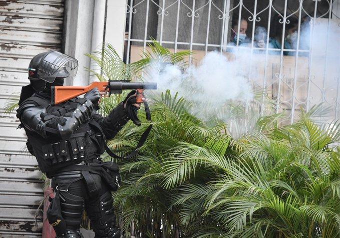 ABUSOS POLICIALES EN PROTESTAS, MUERTOS, DESAPARECIDOS: AMNISTÍA INTERNACIONAL PIDE A EEUU SUSPENDER ABASTECIMIENTO DE ARMAS A COLOMBIA