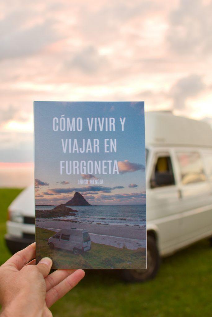 """IÑIGO """"EL NÓMADA"""": EL VASCO QUE DEJÓ SU TRABAJO CONVENCIONAL PARA VIAJAR Y VIVIR EN UNA FURGONETA CON ÉXITO"""